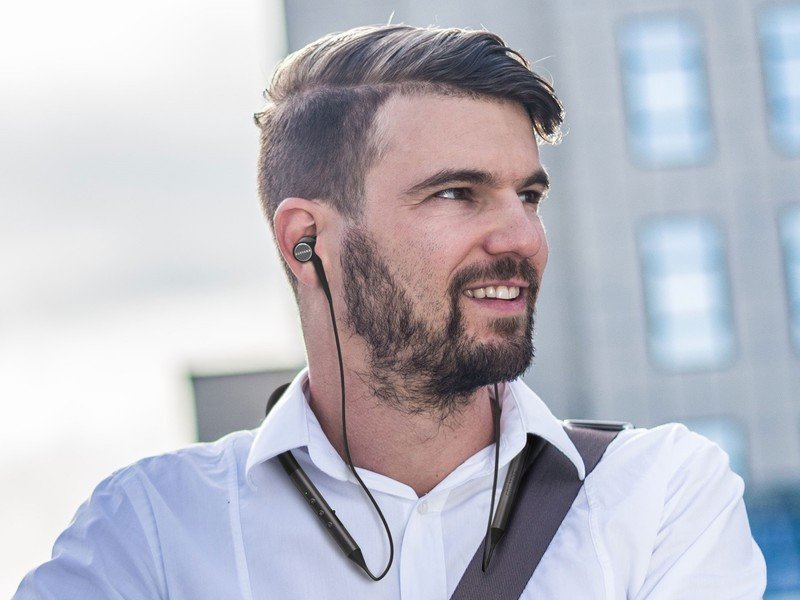 creative-aurvana-trio-wireless-lifestyle.jpg