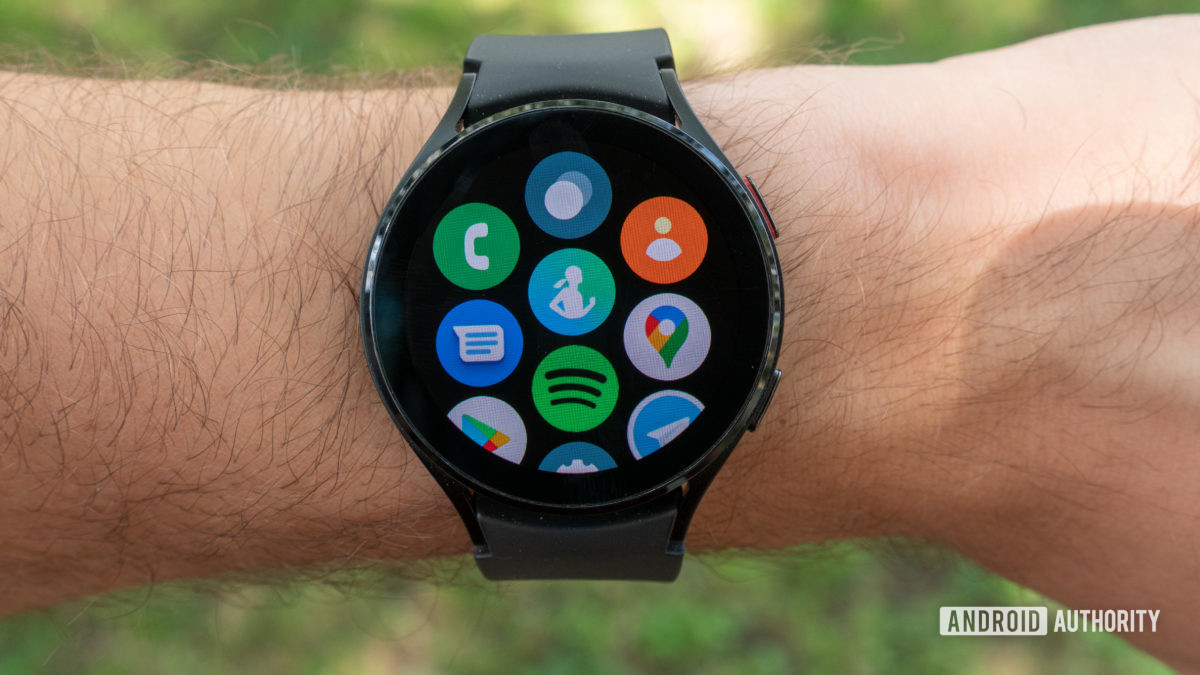 samsung galaxy watch 4 review all apps screen on wrist