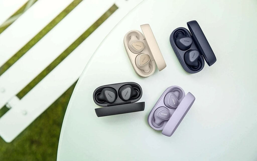 Jabra Elite 3 earbuds in different colored cases