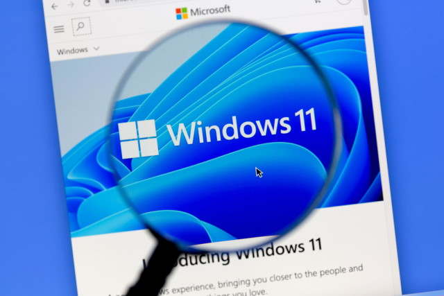 Windows 11 magnifying glass